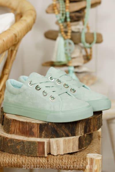 Baskets basses suédine, vert d'eau, gros lacets plat, couleur pastel