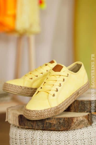 Baskets jaune pâle effet cuir semelle corde matière