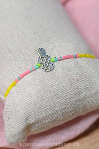 Bracelet ananas acier argenté brillant perles bleues rose jaune