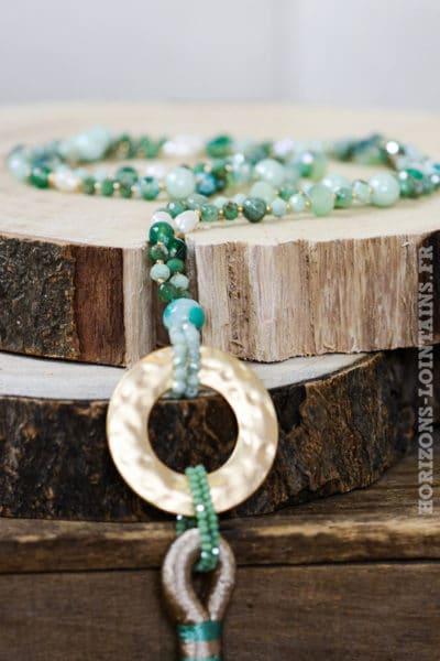 Collier perle anneau métal pompon vert