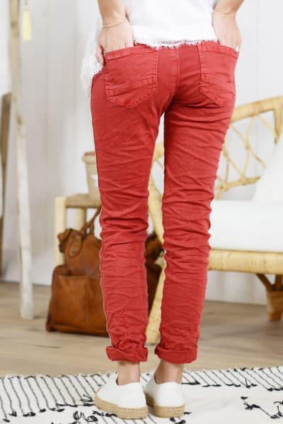 Jean-rouge-bandes-perlées-derrière-B07