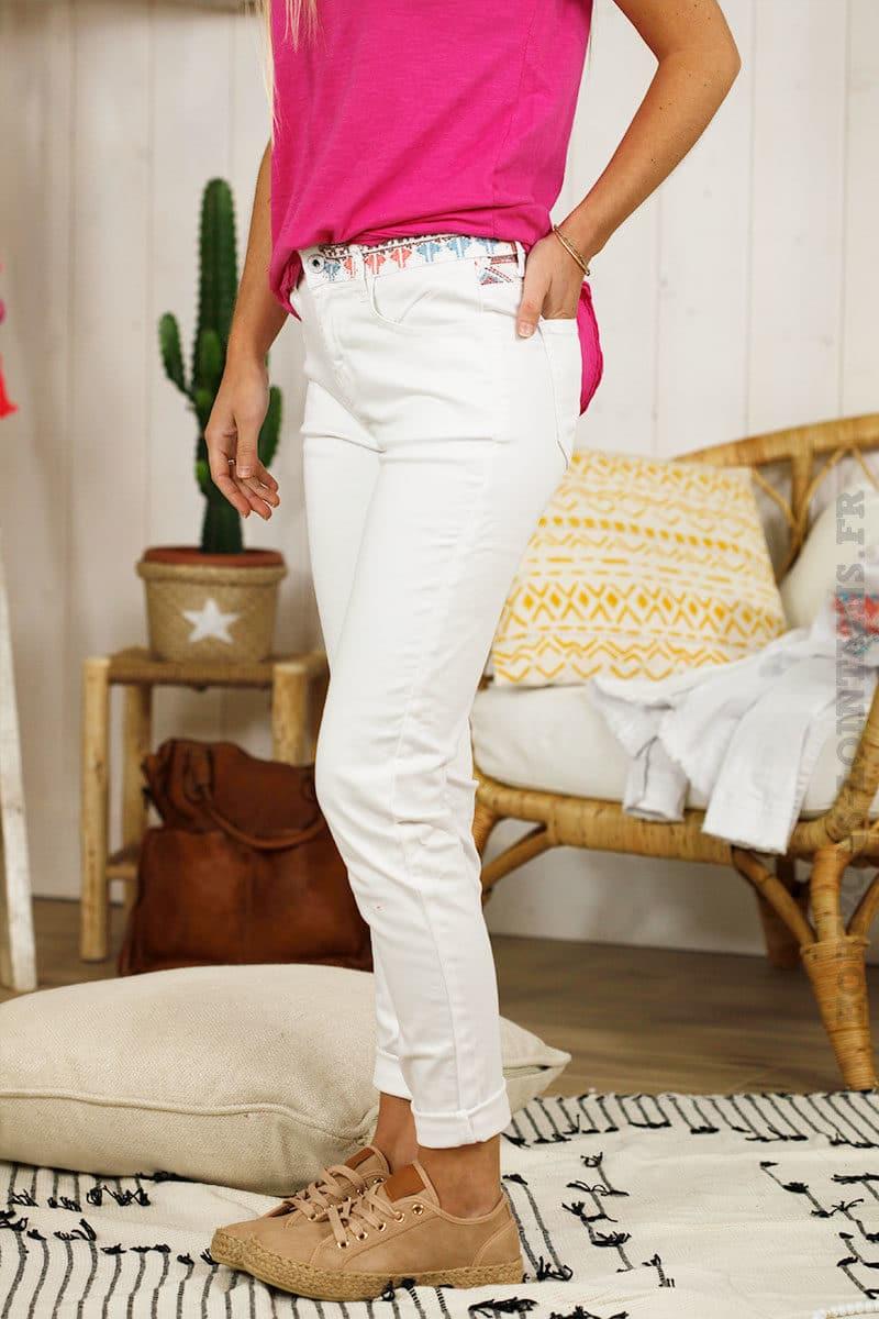 7186f746f7b5b Pantalon blanc, poches et ceinture ethnique - Onado - Horizons Lointains