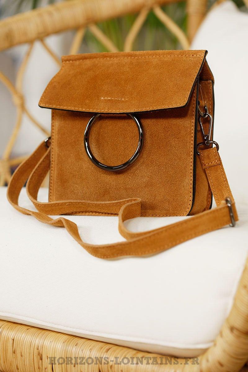 66e68e655e Petit sac rigide camel, boucle rabat, croûte de cuir - Horizons ...