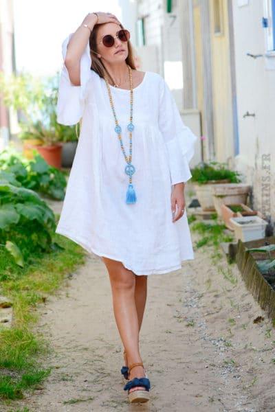 Robe blanche en lin, manches à volants