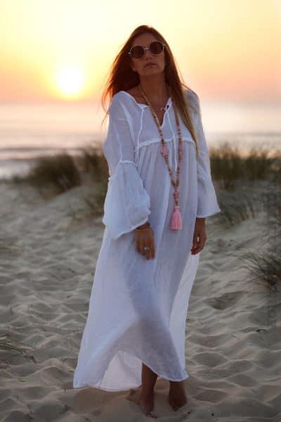 Robe blanche longue voile de coton lacet col