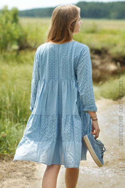 Robe-broderie-anglaise-bleue-B009