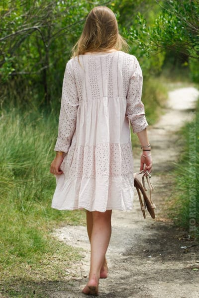 Robe-broderie-anglaise-rose-poudré-B009-4