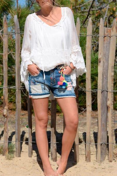 Short court jean empiècements ceinture pompons fluo