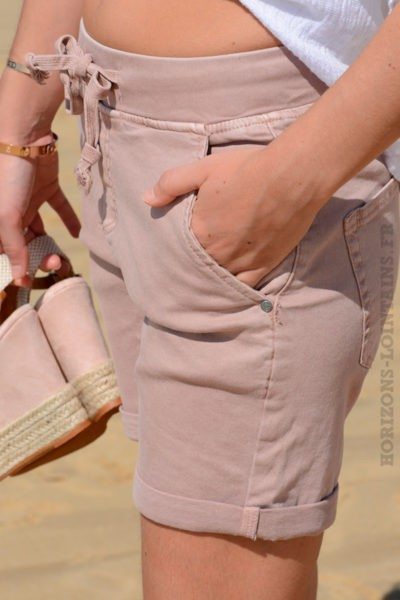 Short rose poudré matière jean stretch