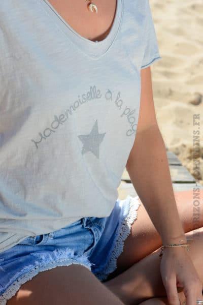 T-shirt gris mademoiselle à la plage