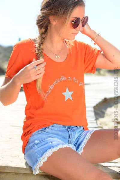T-shirt orange mademoiselle à la plage