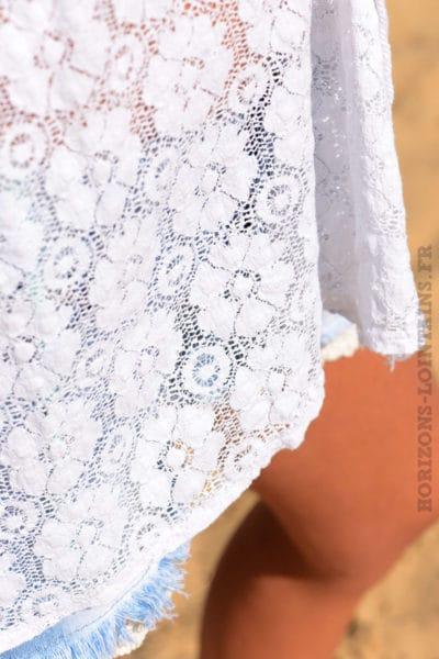 Tunique blanche dentelle manches courtes resserée bras col v