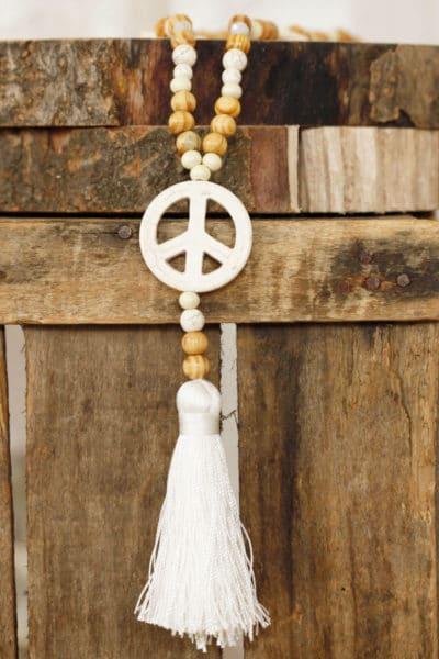 collier sautoir perles bois beige trois peace and love écru bijou 56