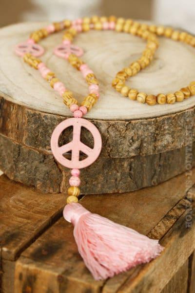 collier sautoir perles bois trois peace & love rose