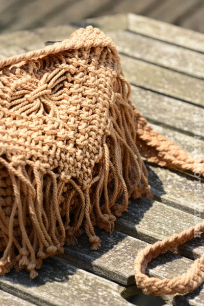 B042-pochette-crochet-camel