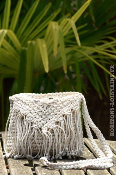B042-pochette-crochet-ecru--