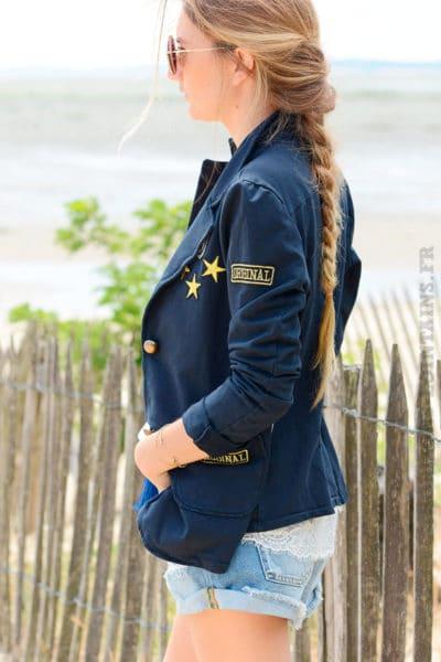 Blazer-bleu-marine-détails-brodés-et-bandes-tissus-sur-chaque-coté-B09-2