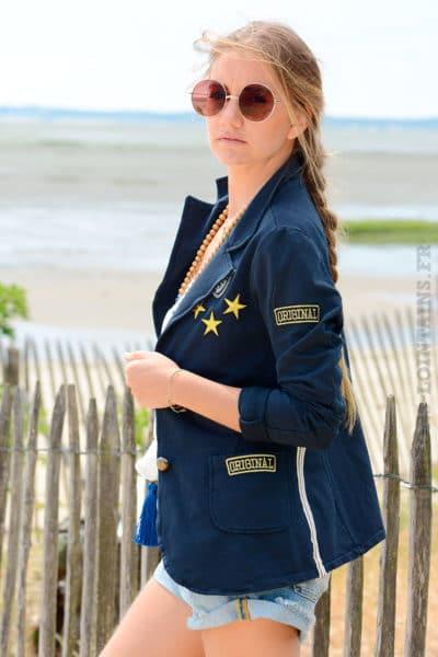 Blazer-bleu-marine-détails-brodés-et-bandes-tissus-sur-chaque-coté-B09