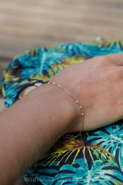 Bracelet-chaîne-rose-gold-perles-blanc-BRA-083