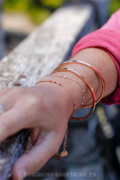 Bracelet-chaîne-rose-gold-perles-rose-pâle-et-rouge-BRA-083