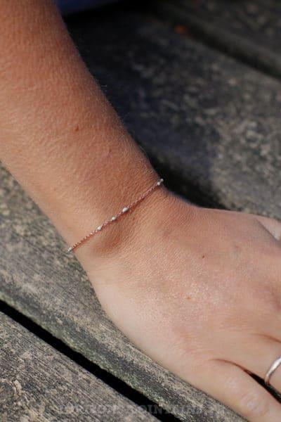Bracelet-chaîne-rose-gold-perles-vert-d'-eau-BRA-083