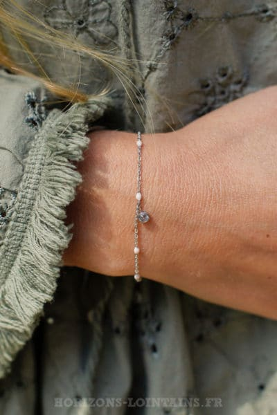 Bracelet-chaine-fine,-petite-perle-rose-pâle-pendant-strass-BRA-079