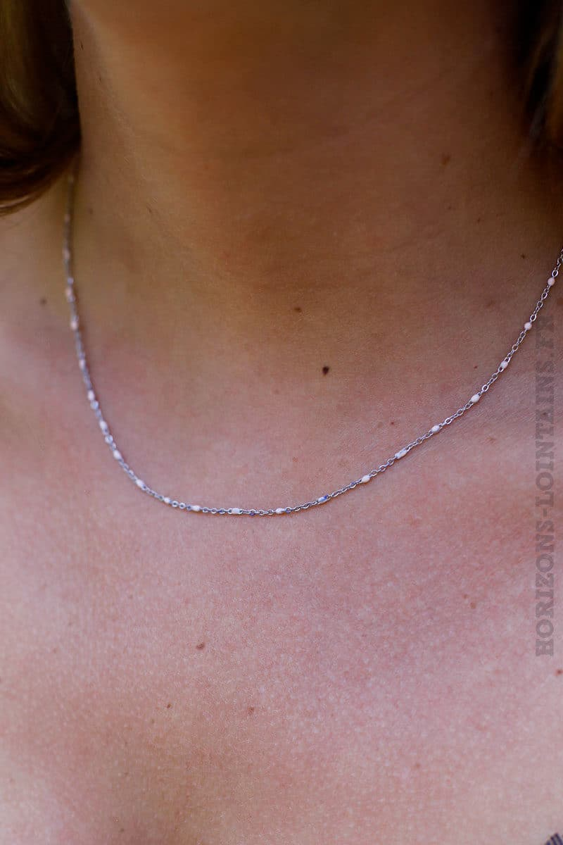 Collier-chaine-avec-petites-perles-rose-pâle-B82-2