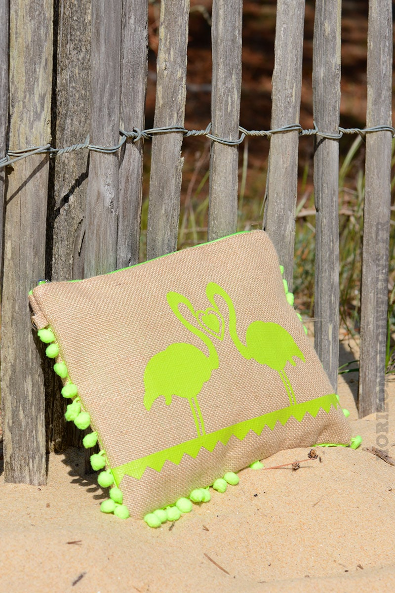 pochette toile de jute flamant pompons vert fluo horizons lointains. Black Bedroom Furniture Sets. Home Design Ideas