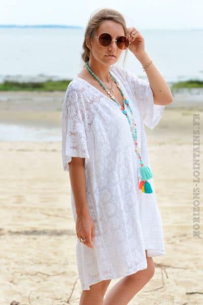 Robe-blanche-dentelle-col-V-avec-lacet--b35