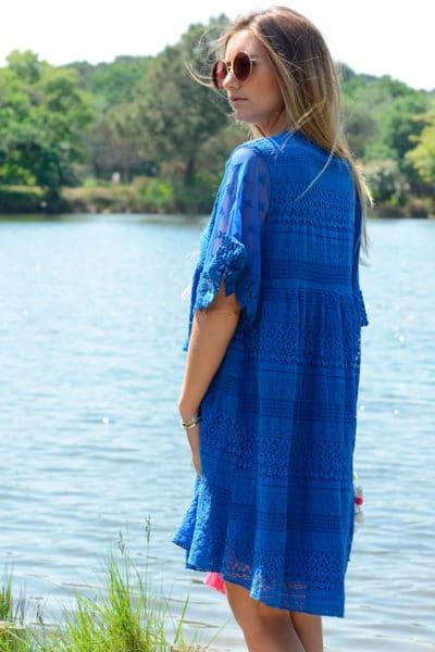 Robe bleu roi dentelle col lace up