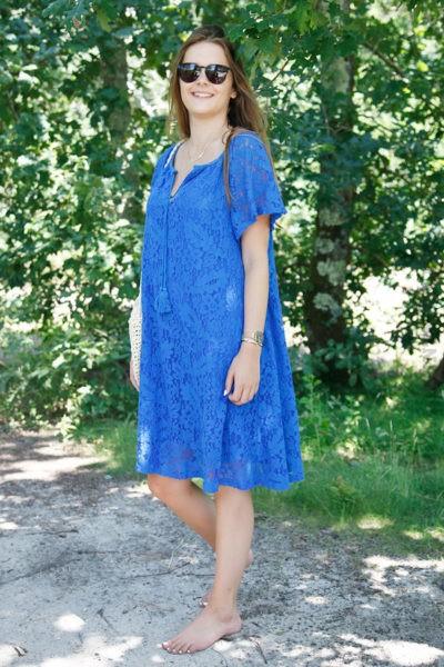 Robe-bleu-roi-dentelle-manches-courtes-lacet-col-b36-2