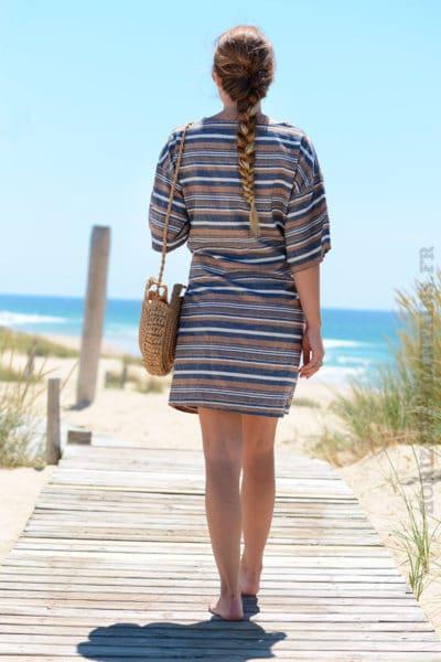 Robe-camel-avec-rayures-horizontales-avec-lien-à-la-taille--B29