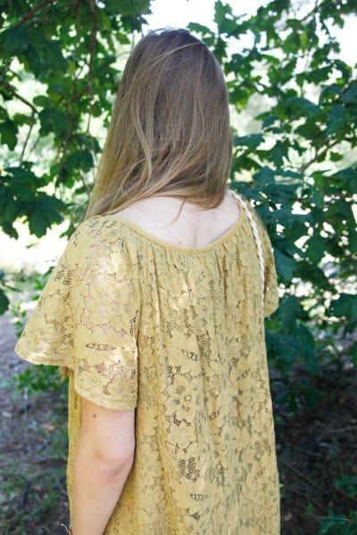Robe-jaune-moutarde-dentelle-manches-courtes-lacet-col-B36-3
