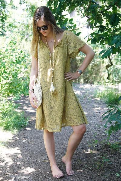 Robe-jaune-moutarde-dentelle-manches-courtes-lacet-col-B36