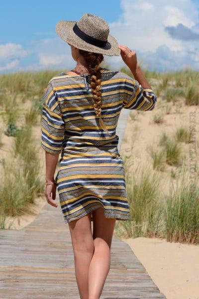 Robe-jaune-rayures-horizontales-avec-lien-à-la-taille--b29