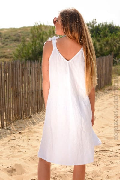 Robe-lin-blanche,-petites-bretelles-nœud--b37-2