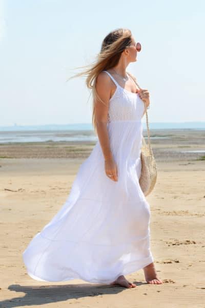 Robe longue blanche doublée, haut dentelle, fines bretelles