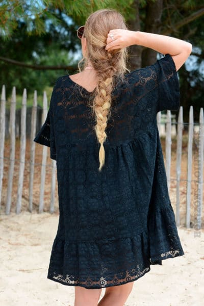 Robe-noire-dentelle-col-V-avec-lacet--b35