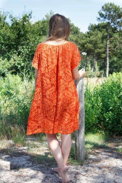 Robe-orange-dentelle-manches-courtes-lacet-col-B36-4