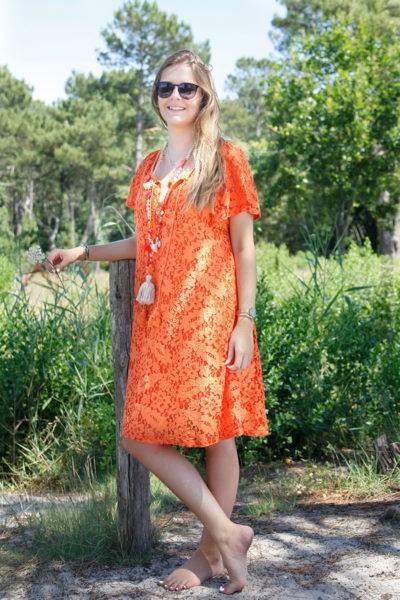 Robe-orange-dentelle-manches-courtes-lacet-col-B36