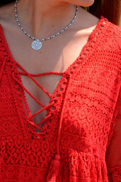 Robe rouge dentelle col lace up