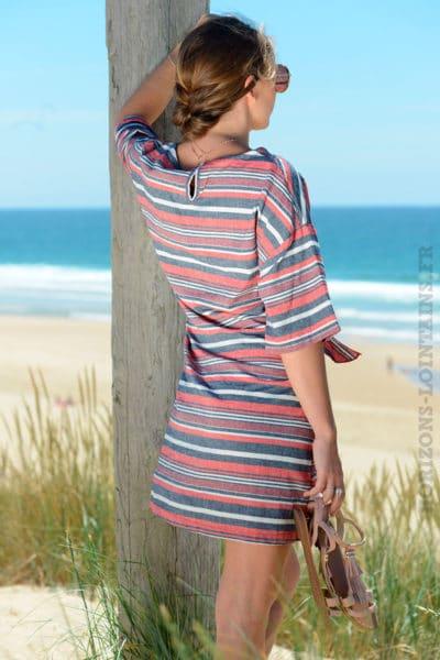 Robe-rouge-rayures-horizontales-avec-lien-à-la-taille--B29-2