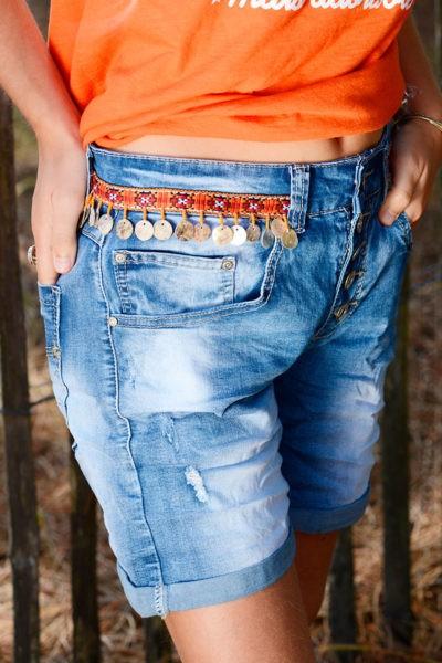 Short-en-jean-délavé-breloque-nacre-ceinture-B40-7