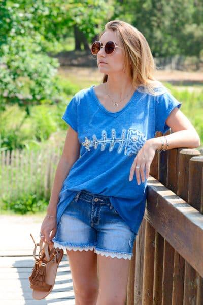 T-Shirt-bleu-arête-relief,-sequins-B115