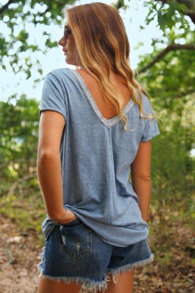T-Shirt-bleu-col-V-brillant-devant-et-dos--b116-2
