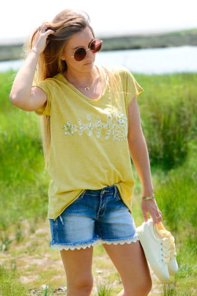 T-Shirt-moutarde-arête-relief,-sequins-B115