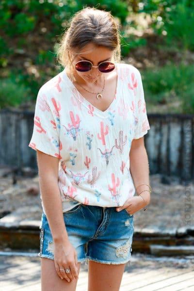 T-shirt-écru-motif-cactus-et-tête-de-buffle-strass-corail-b119