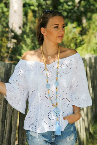 blouse-blanche-broderie-anglaise-col-bardot-manches-courtes-B122