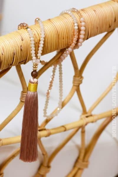 collier beige pompons perles dorée