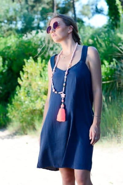 Robe-bleu-marine-avec-bretelles-croisées-dans-le-dos--b40